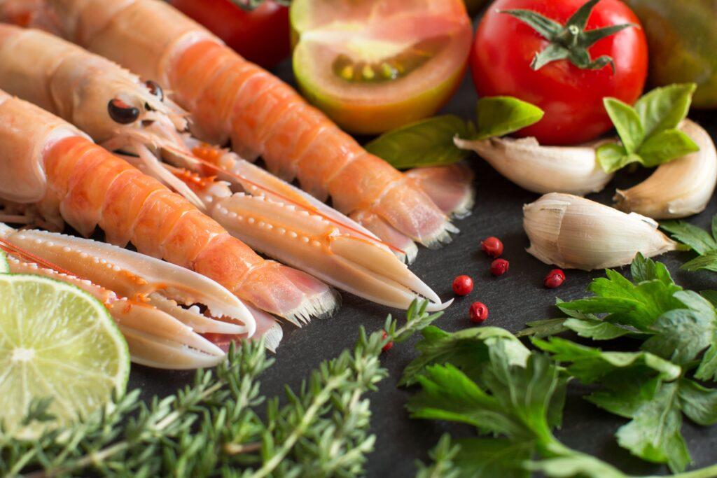 Las verduras de temporada y cigalas frescas son la mejor opción para realizar esta receta de cigalas en tempura